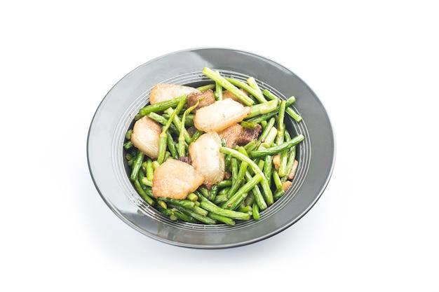 Chinees eten : roergebakken knoflookscheuten met varkensvlees. Gratis Foto