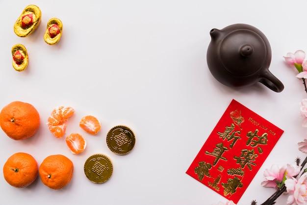Chinees nieuw jaarconcept met theepot Gratis Foto