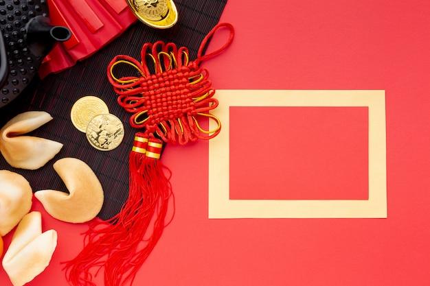 Chinees nieuw jaarkaartmodel met fortuinkoekjes Gratis Foto