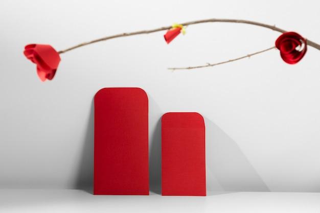 Chinees nieuwjaar 2021 rode enveloppen en bloem Gratis Foto