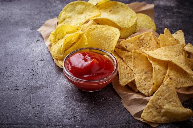 Chips en mexicaanse maïs nacho's Premium Foto
