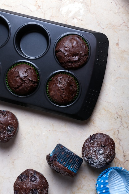 Chocolademuffins - amerikaans zoet voedsel Premium Foto