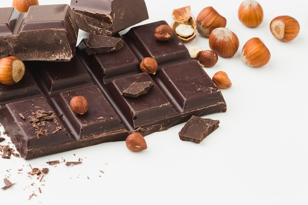 Chocoladereep op duidelijke achtergrond Gratis Foto