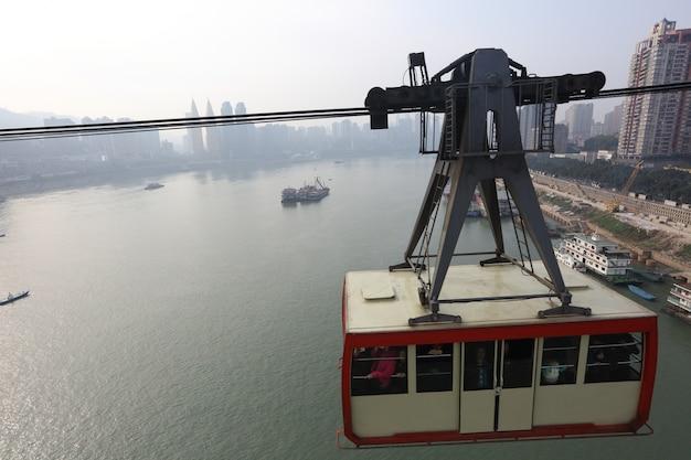Chongqing, china, kabelbaancafés over de yangze-rivier Premium Foto
