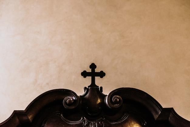 Christelijk kruis gemaakt van hout Premium Foto