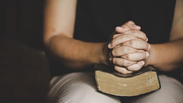 Christelijk leven crisis gebed tot god. Gratis Foto