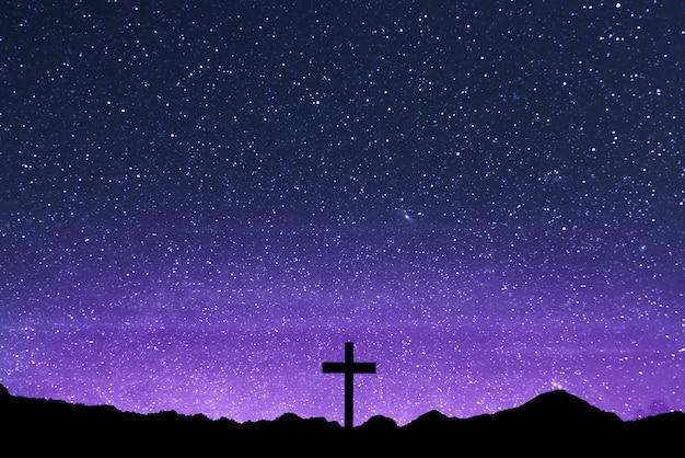 Christian cross op het veld Premium Foto
