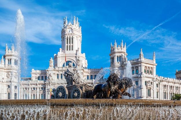 Cibeles palace en fontein op de plaza de cibeles in madrid, spanje Gratis Foto