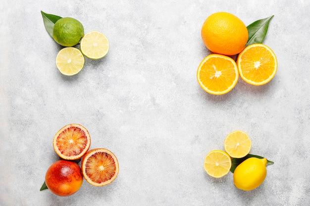 Citrus achtergrond met diverse verse citrusvruchten Gratis Foto