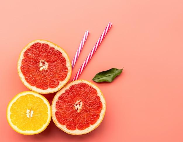 Citrus plakjes en rietjes Premium Foto