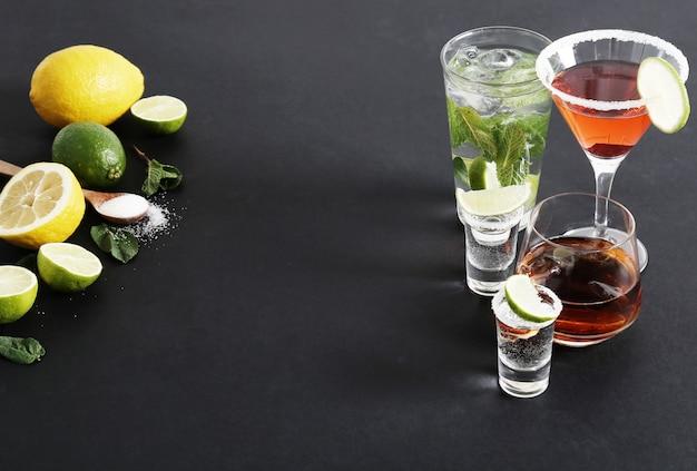 Citrusvruchten en cocktails Gratis Foto
