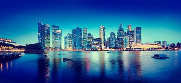 Cityscape panoramisch de nachtconcept van singapore Gratis Foto