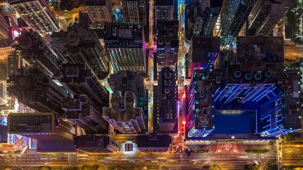Cityscape van macao horizon bij nacht, de luchtmening van macao van stadsgebouwen en toren bij nacht. Premium Foto