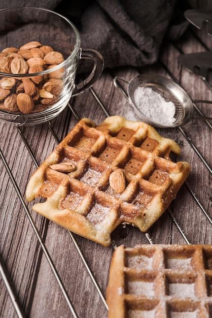 Close-up belgische wafel met amandelen Gratis Foto