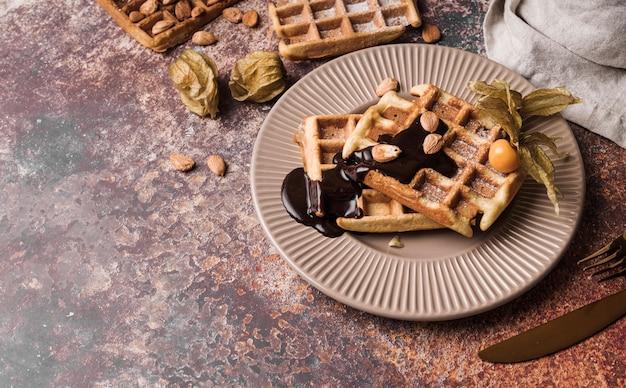Close-up belgische wafel met topping Gratis Foto