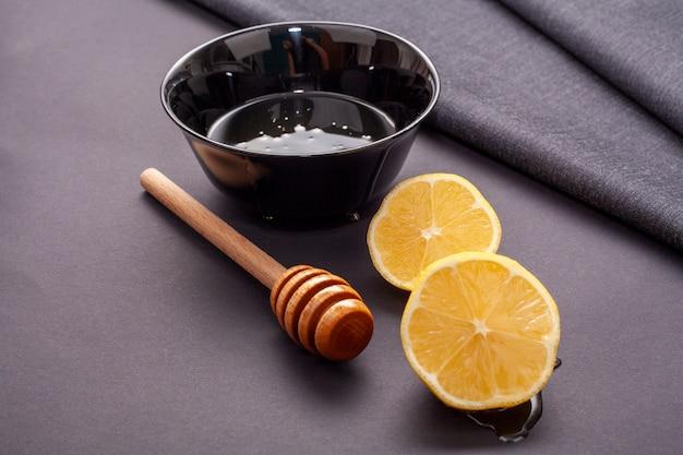 Close-up citroenplakken en honingstok Gratis Foto