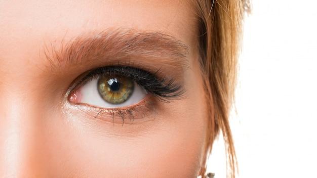 Close-up foto van het oog van een vrouw. gezichtsvermogen concept. Premium Foto