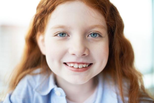 Close up gezicht van een klein meisje op school foto gratis download - Foto slaapkamer klein meisje ...