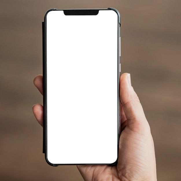 Close-up hand met mobiele telefoon Premium Foto