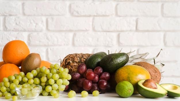 Close-up heerlijke verzameling van exotische vruchten Gratis Foto