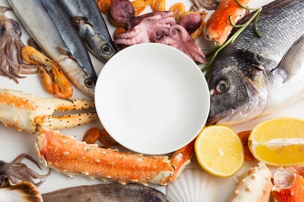 Close-up heerlijke zeevruchten op tafel Gratis Foto