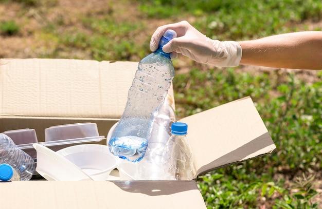 Close-up individuele recycling plastic flessen Gratis Foto