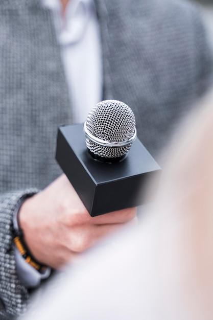 Close-up journalistiek microfoon Gratis Foto