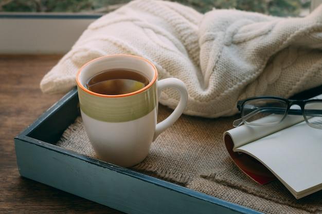 Close-up kopje thee met een deken Gratis Foto