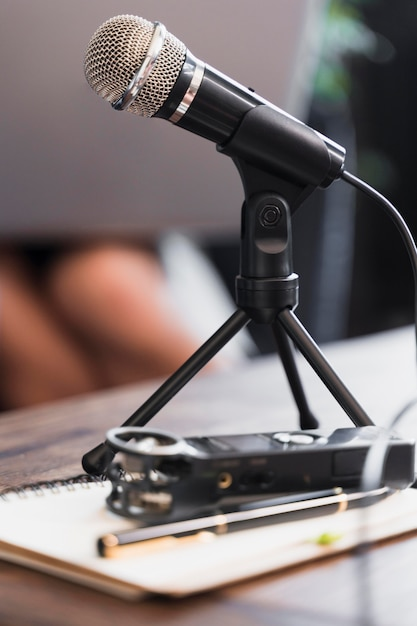 Close-up microfoon gebruikt voor journalistiek Gratis Foto