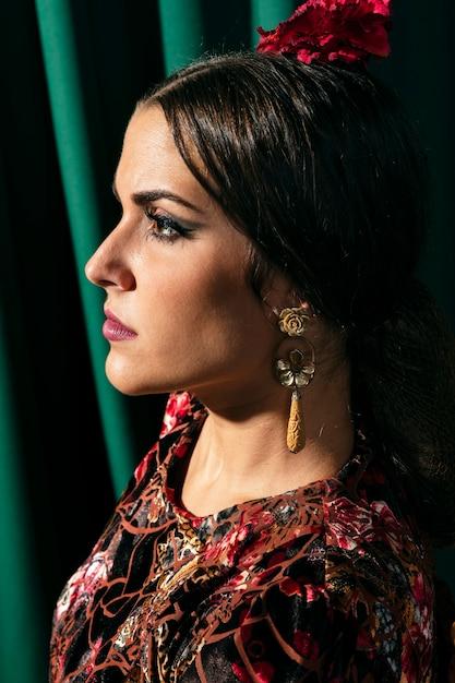 Close-up mooie zigeunervrouw Gratis Foto