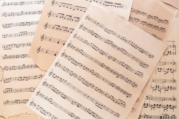 Close-up muziekblad met notities Gratis Foto
