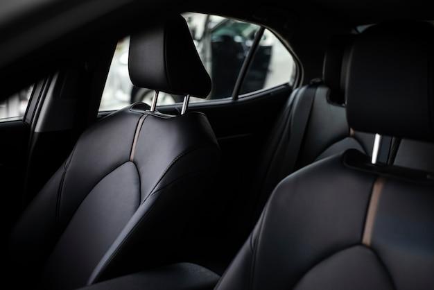 Close-up nieuwe auto voor het verkopen van binnenaanzicht Gratis Foto