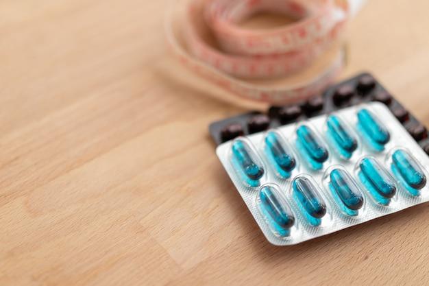 Close-up opnamen van een medicijn of vitaminepak Premium Foto