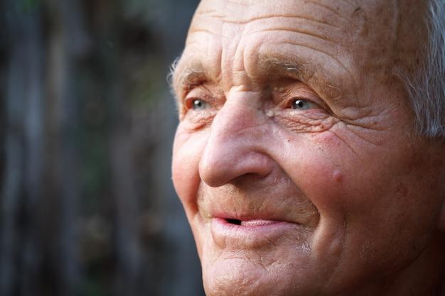 Close-up portret van een zeer oude man Premium Foto