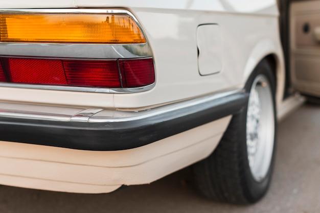 Close-up schoongemaakt witte oude auto Gratis Foto