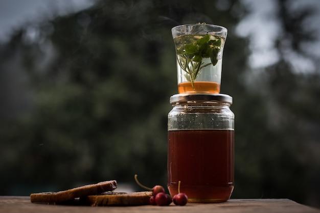 Close-up shot van een gezonde zelfgemaakte drank in een pot Gratis Foto