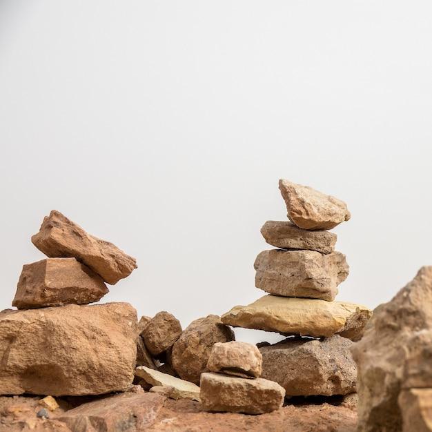 Close-up shot van een reeks stenen op elkaar gestapeld Gratis Foto