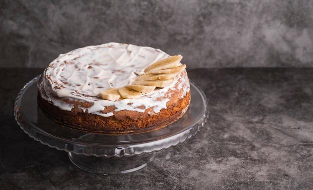 Close-up smakelijke geglazuurde cake op de tafel Gratis Foto