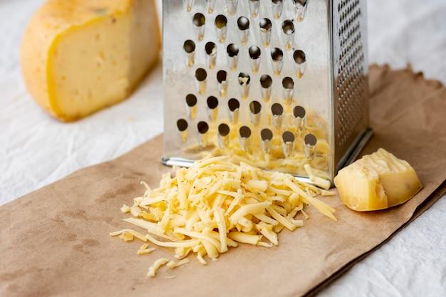 Close-up smakelijke geraspte kaas Gratis Foto