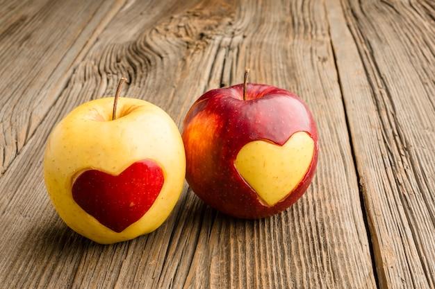 Close-up van appels met fruit hart vormen Gratis Foto