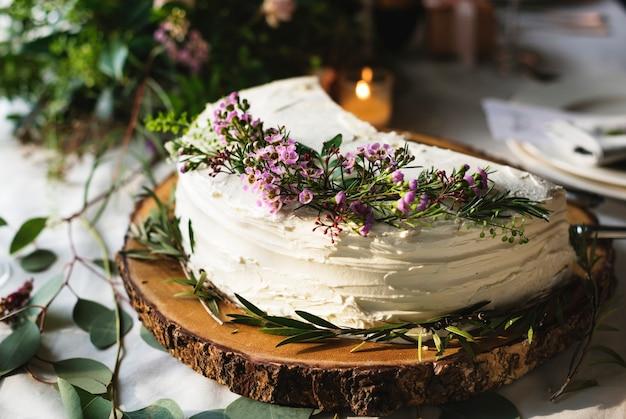 Close-up van bloemenhuwelijkscakeontwerp Premium Foto