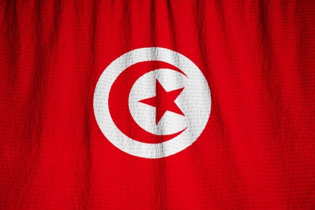 Close-up van de ruffled vlag van tunesië, de vlag die van tunesië in wind blaast Premium Foto