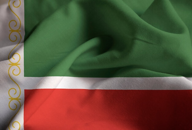 Close-up van de ruige tsjetsjeense republiek vlag, tsjetsjeense republiek vlag waait in de wind Premium Foto