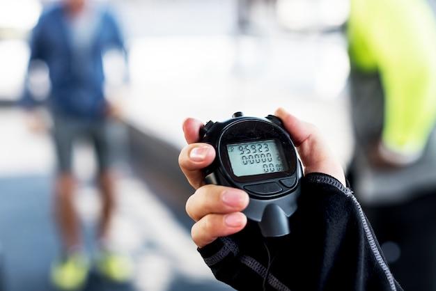 Close-up van de stopwatch van de handholding Gratis Foto