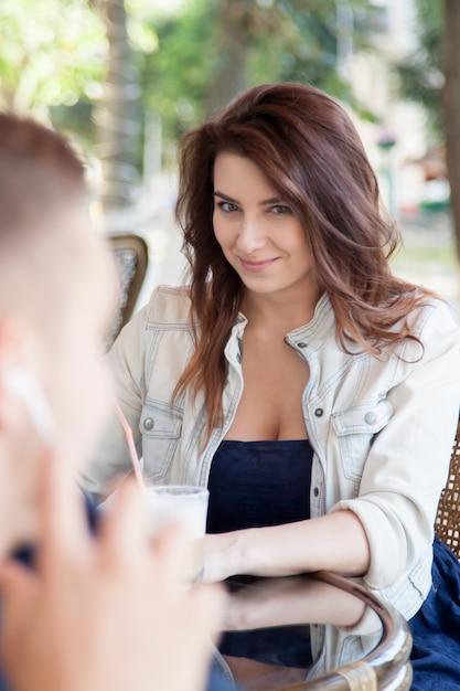 Hoe flirten vrouwen