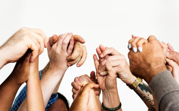 Close-up van diverse mensen die handen houden Gratis Foto