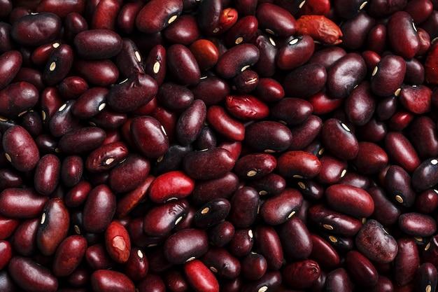 Close-up van een korrel van rode boonzaden. de textuur van de peulvruchten. Premium Foto