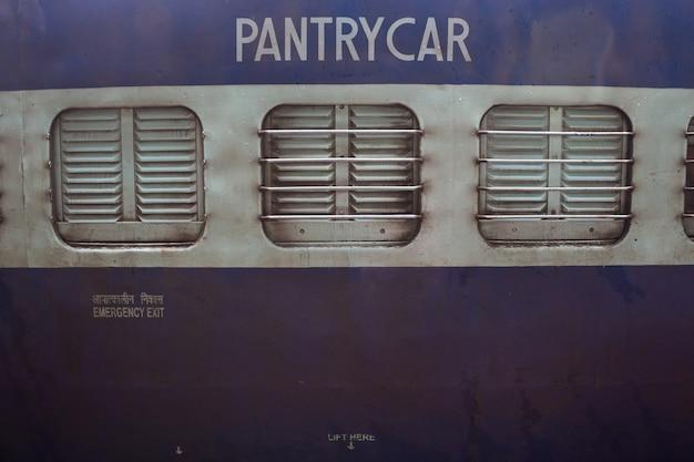 Close-up van een pantry auto op een trein Gratis Foto