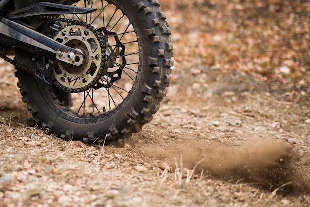 Close-up van het motorcross offroad-uithoudingswiel Premium Foto