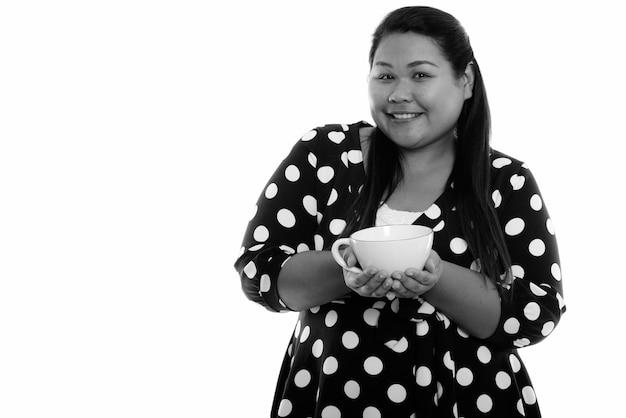 Close-up van jonge mooie te zware aziatische vrouw geïsoleerd Premium Foto
